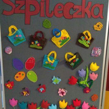 """A oto prace dzieci,  biorących udział w kółku szycia i haftu """"Szpileczka"""",  którego opiekunami są :Małgorzata Matusiak i Lidia Warcholak."""