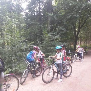 Wycieczka rowerowa IV D Straszyn – Otomin 🚴♂️🚴♀️🚴♂️🚴♀️ 21 uczestników klasy wzięło udział w rajdzie rowerowym do Otomina. Było wspaniale🎉🎉 w Bąkowie sprawdzilismy trasę crosowa 🚵♀️🚵♂️🚲 wycieczkę zakończyliśmy w Otominie zabawami integracyjnymi 🎯🏐🤹♂️🤸♂️