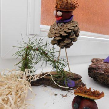Ze zgromadzonych materiałów przyrodniczych uczniowie klasy III a wyczarowali niezwykłe zabawki :-)