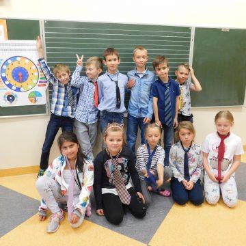 Z okazji Dnia Chłopaka były w kl. III a życzenia i niespodzianki. Dziewczynki, aby uczcić ten wyjątkowy dzień, założyły krawaty:-)))