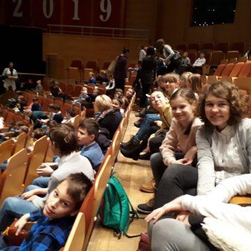 Klasy VII C i VI B wzięły udział w koncercie karnawałowym w Filharmonii Bałtyckiej. Poznali różne tańce i rytmy karnawałowe. Bawiliśmy się świetnie.