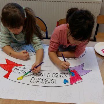 Miła niespodzianka w wykonaniu dzieci ze świetlicy – klasy 1. Starannie wykonany plakat z wizerunkiem Babci i Dziadka oraz praca plastyczna. Brawo pierwszaki.